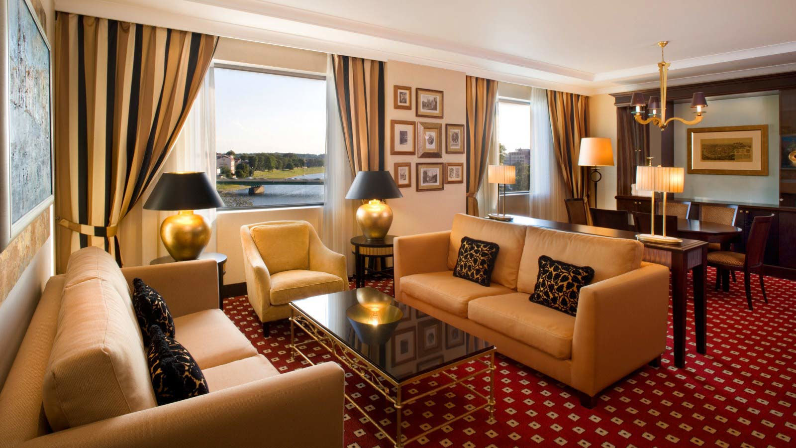 Sheraton Grand Krakow - Royal Wawel Suite - Living Room
