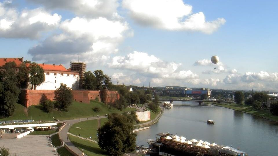 A view over Krakow on a sunny summer day featuring Wawel Castle.