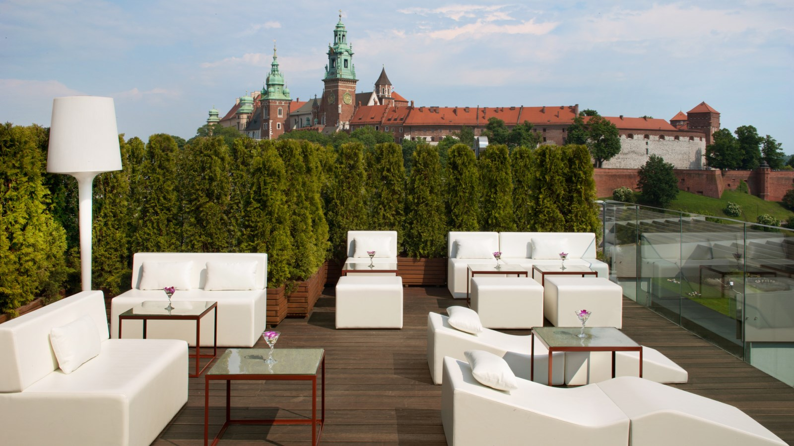 Roof top terrace lounge bar sheraton grand krakow for Terrace lounge